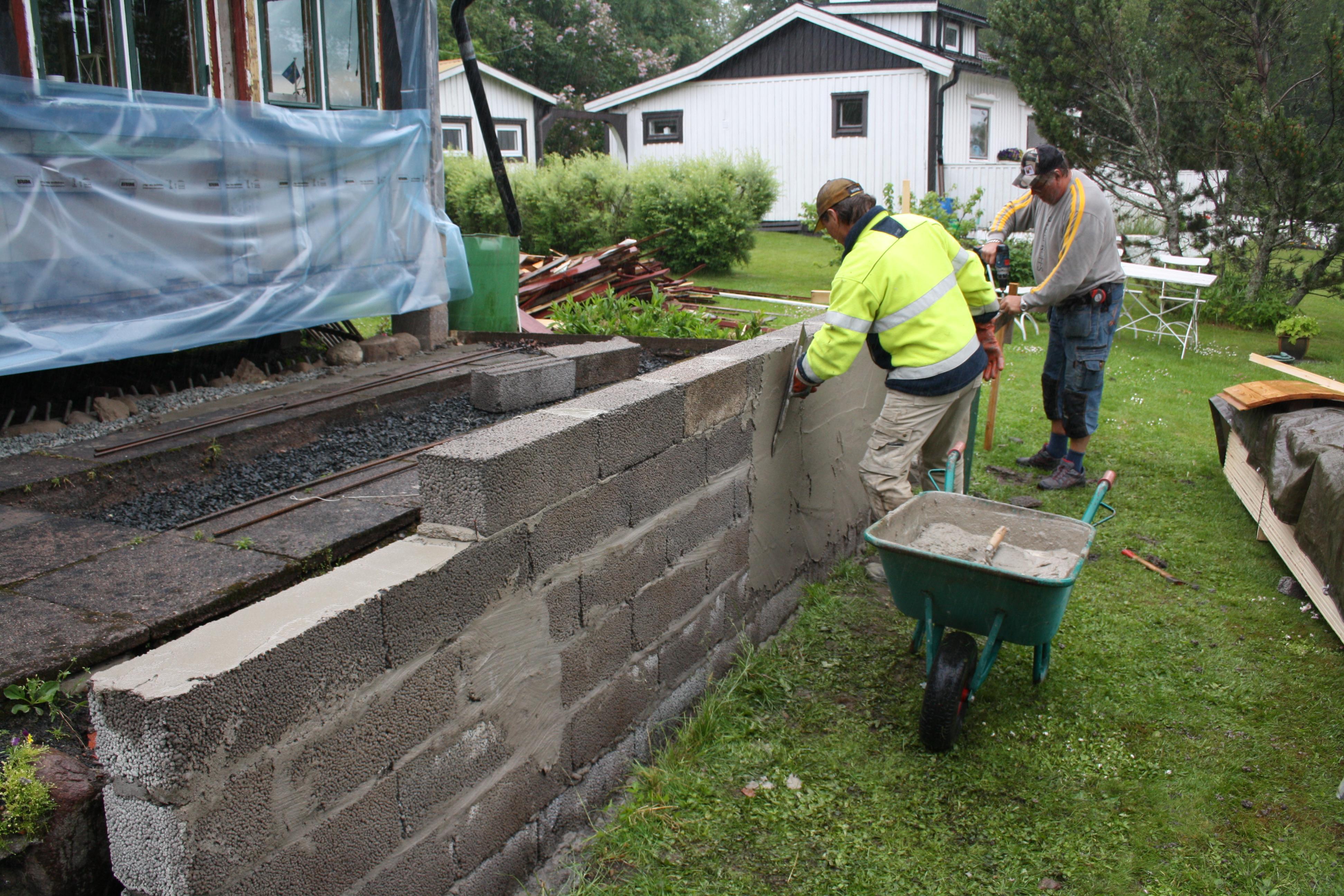 Bygga mur med lecablock